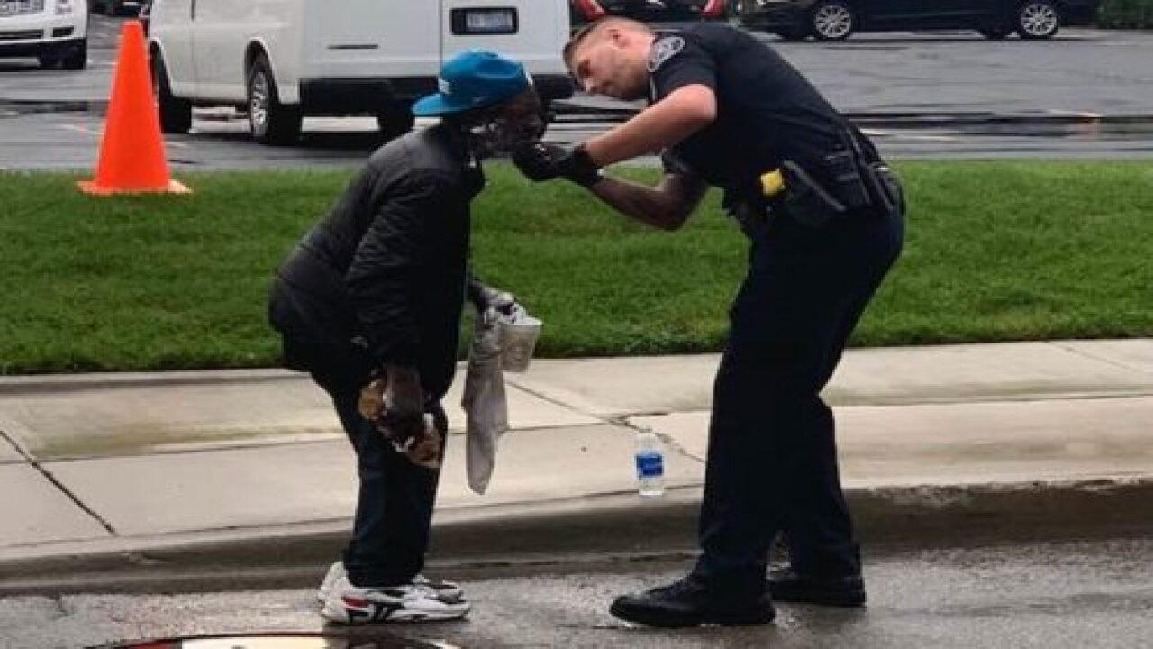 A Police Officer Helped A Homeless Man Struggling To Shave