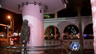 selena statue lights 0527.jpg