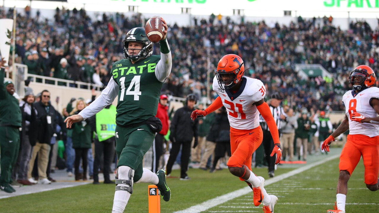 Brian_Lewerke_Illinois v Michigan State