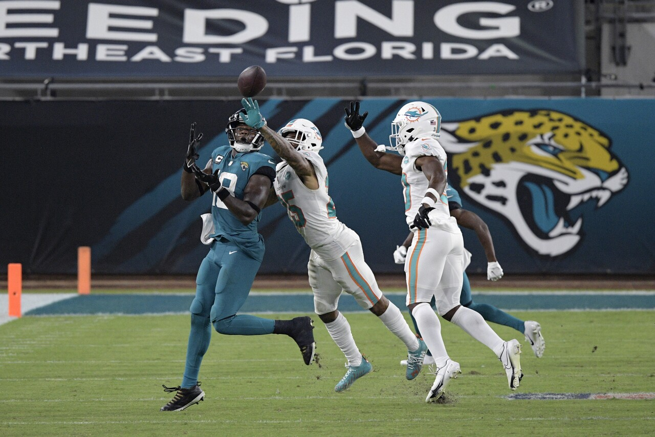 Jacksonville Jaguars receiver Chris Conley catches pass vs. Miami Dolphins in 2020