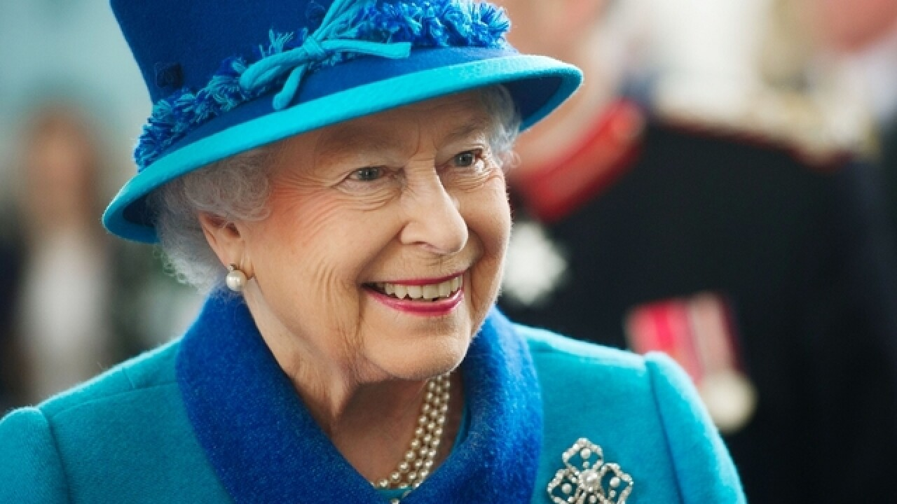 Queen Elizabeth II scolds Prince William in public