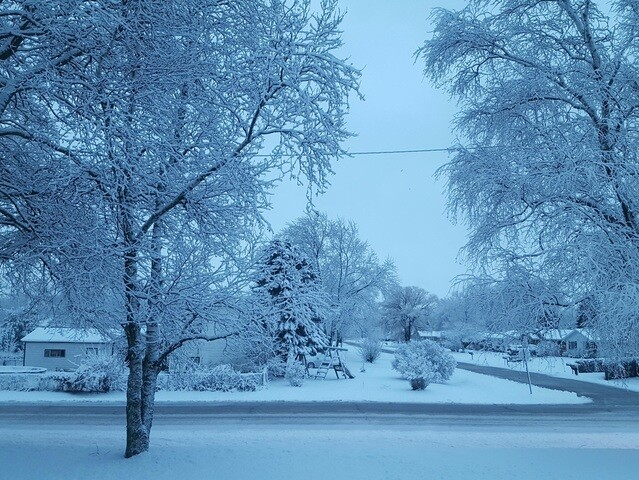 Overnight snow blankets parts of Southeast Wisconsin