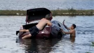 Bystanders rescue woman who crashed car into Florida canal