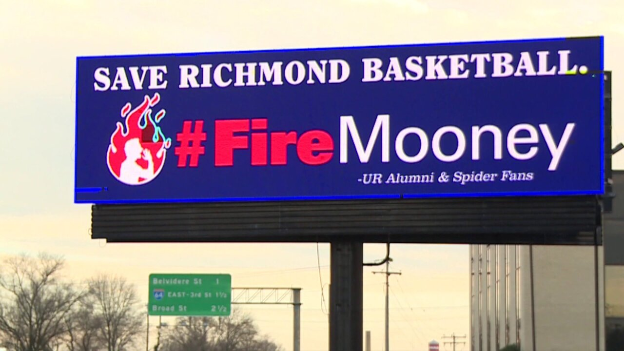 'Fire Mooney' billboard along I-95 purchased by Spiders basketball fans,alumni