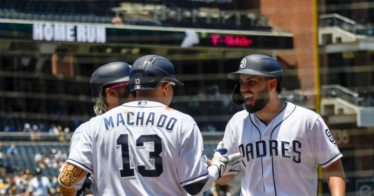 Reyes' 3-run homer lifts Padres to win, sweeping Brewers