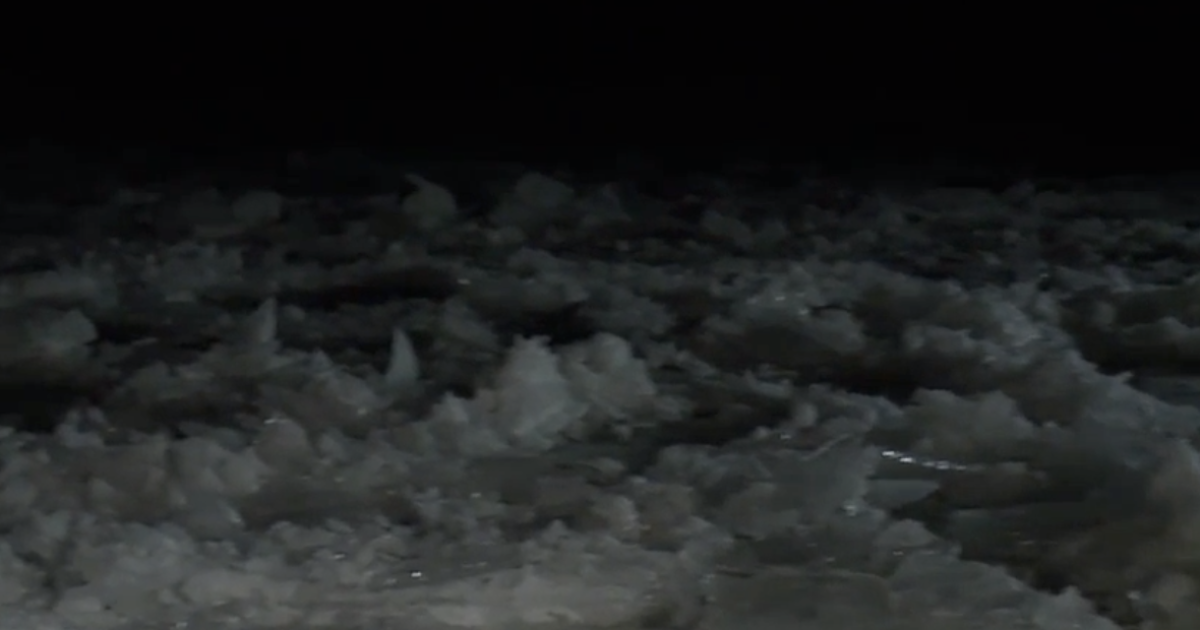 Ice in St.  Clair River causing major flooding problems;  Coast Guard working to break it