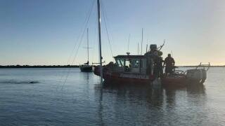 Tow Boat and Mast.jpg