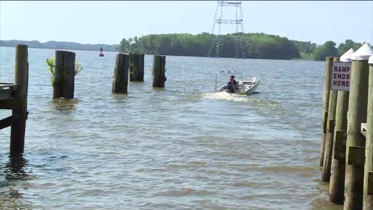 Search crews find body of Chesterfield man who fell off boat