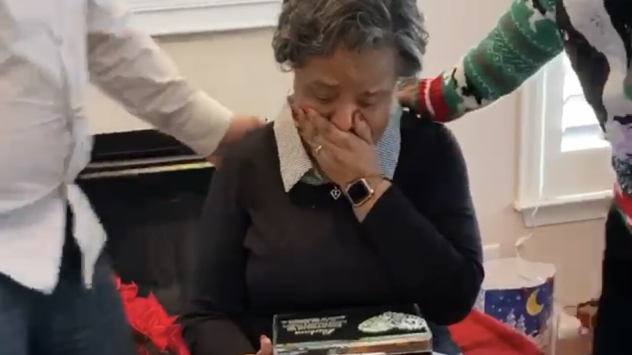 A woman mourning the loss of her husband gets a beautiful gift: The letters she exchanged with him decades ago in college