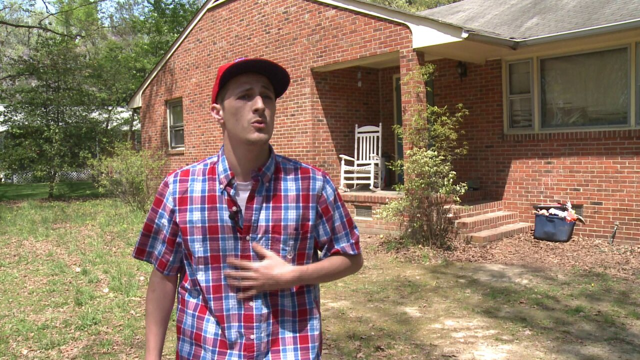 Henrico dad: Stranger gave my 5-year-old money to sit in car, takephoto