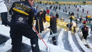 Fans help shovel Lambeau Field