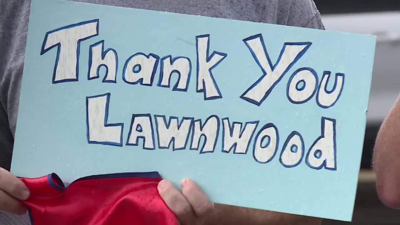 'Thank you Lawnwood' sign made by church group outside Lawnwood Regional Medical Center