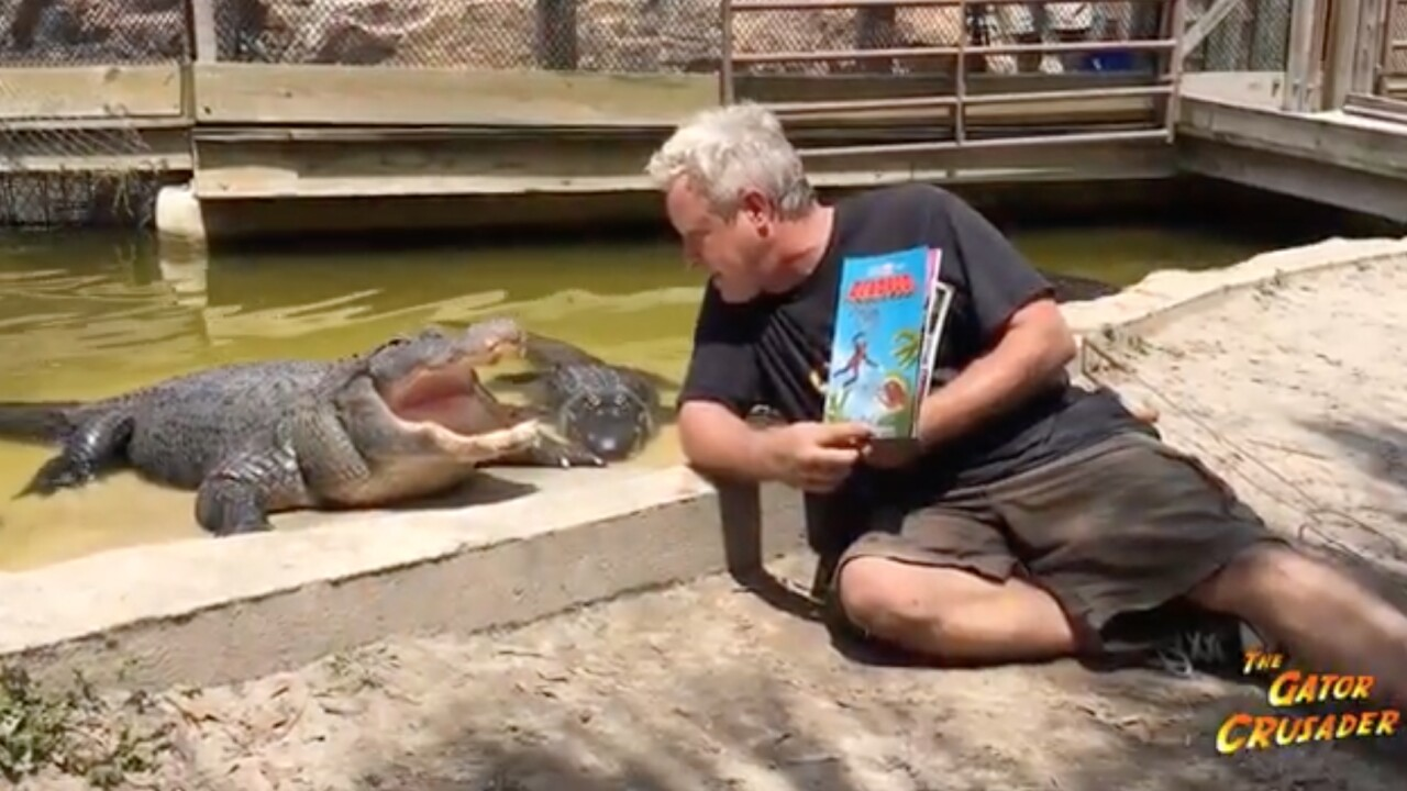 Florida man sings and reads to gators to relax them during pandemic