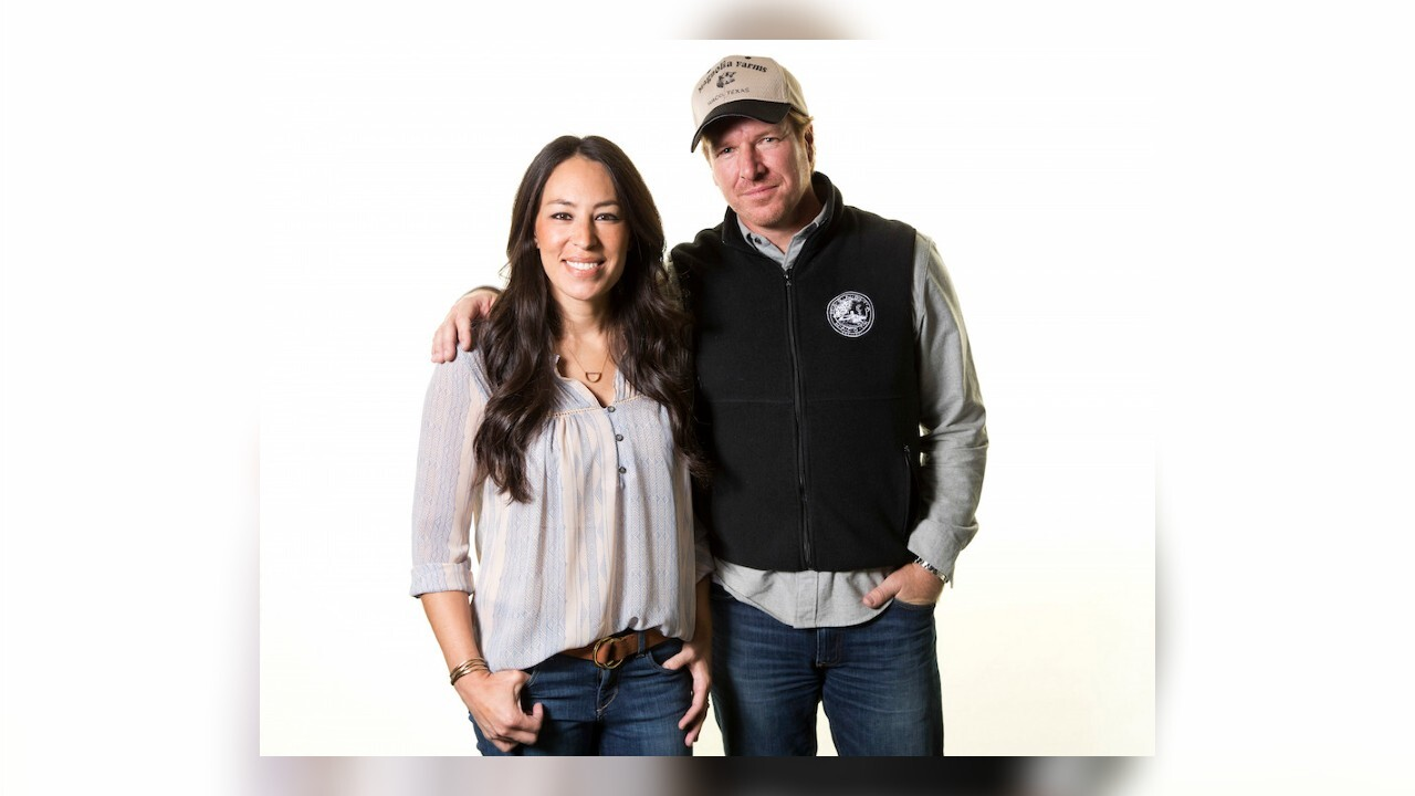 Renovating couple Joanna and Chip Gaines are bringing back 'Fixer Upper'