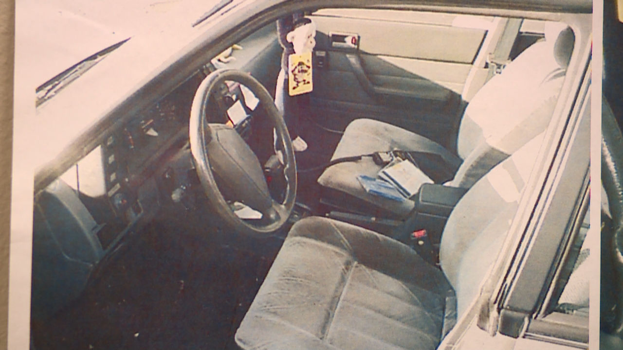 Somebody Knows Something: photo evidence of the inside of Amber Wilde's car