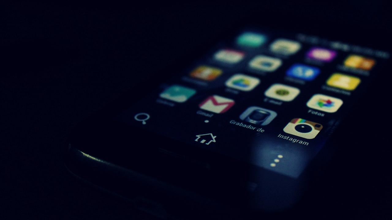 Dark-iPhone-PEXELS-2016.png