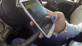 Bill seeks to ban holding cellphones while driving inVirginia