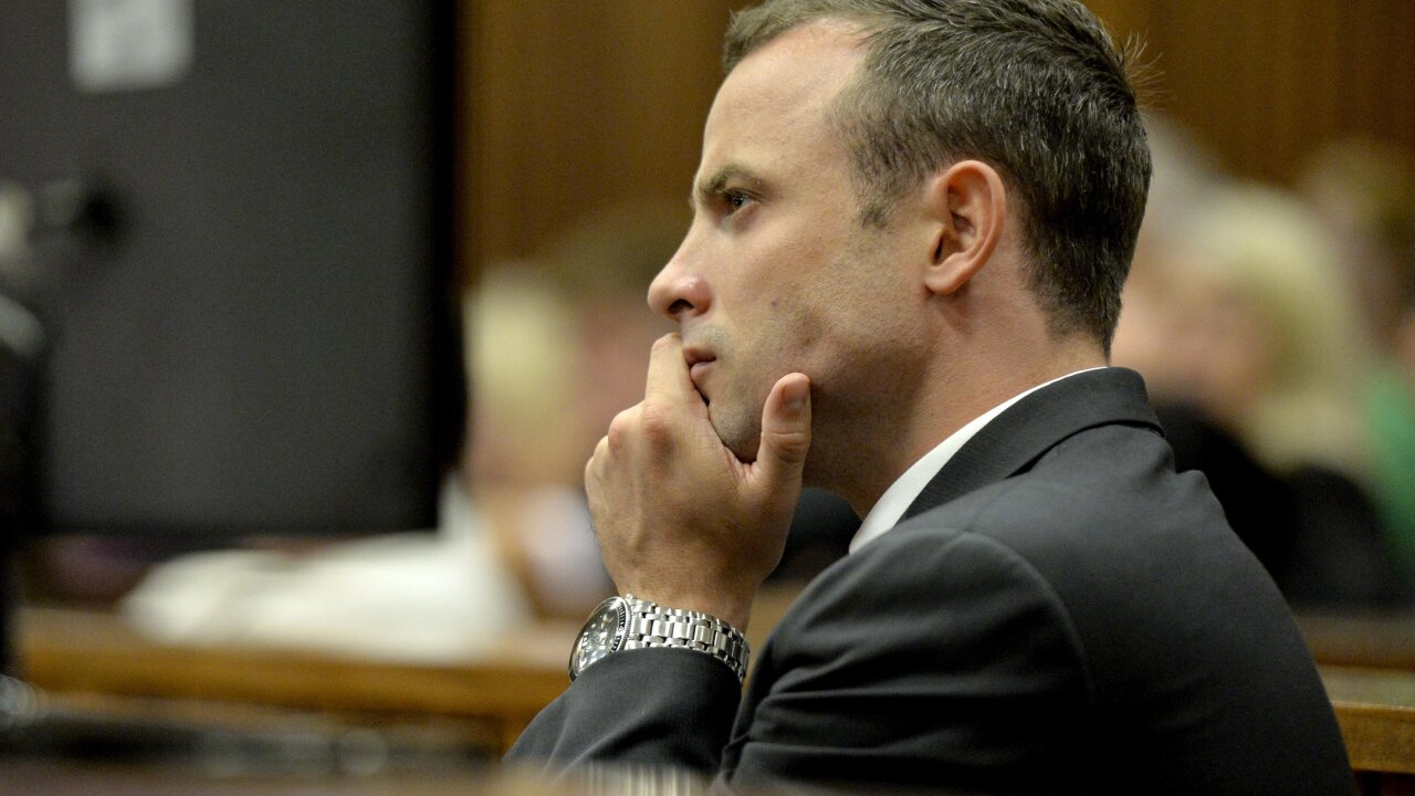 Pistorius breaks down as trial hears grisly details of girlfriend's killing
