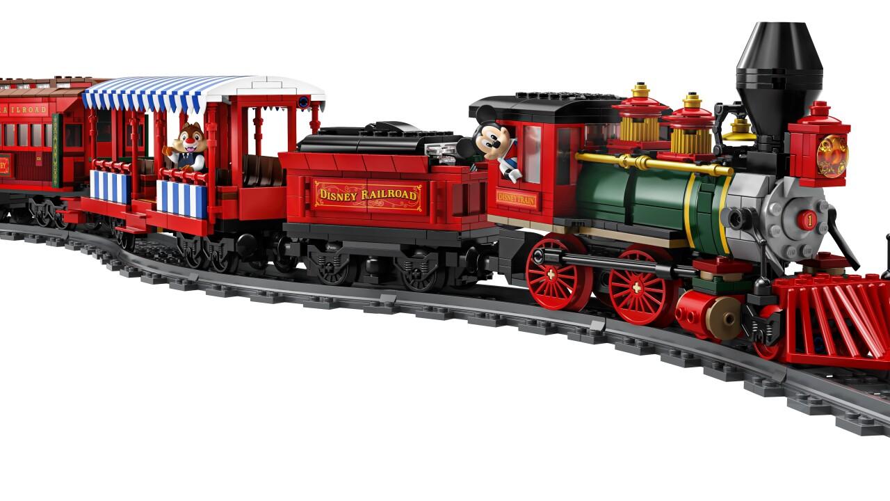 disneyland lego train set_05.jpg