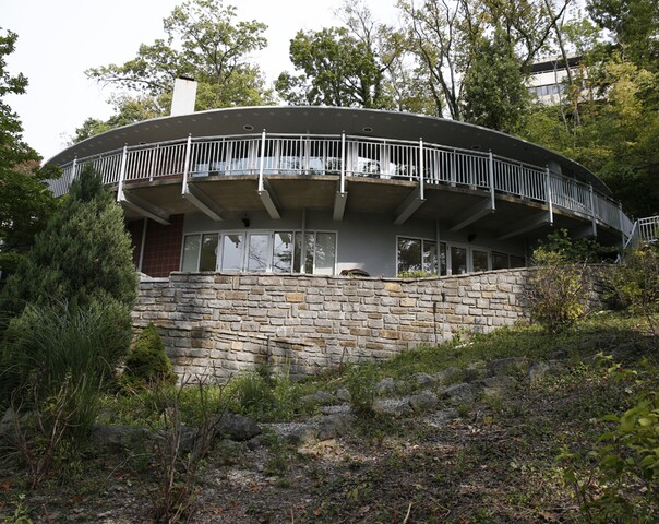 Home Tour: This musical house harmonizes with the Ohio River hillside