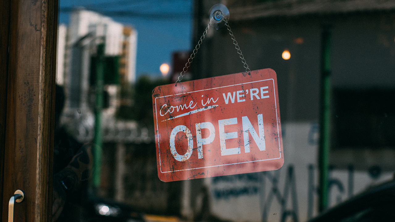 come-in-open-sign-on-door.png