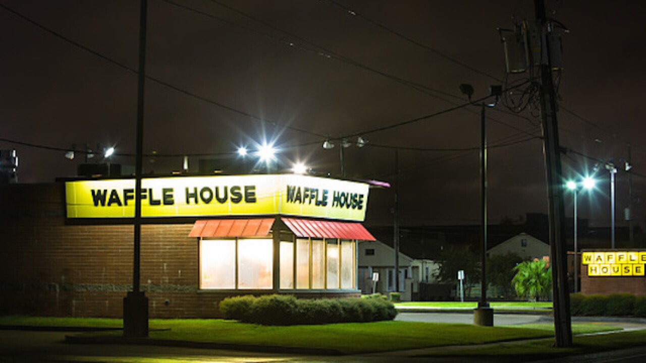 Man shows up to Waffle House naked