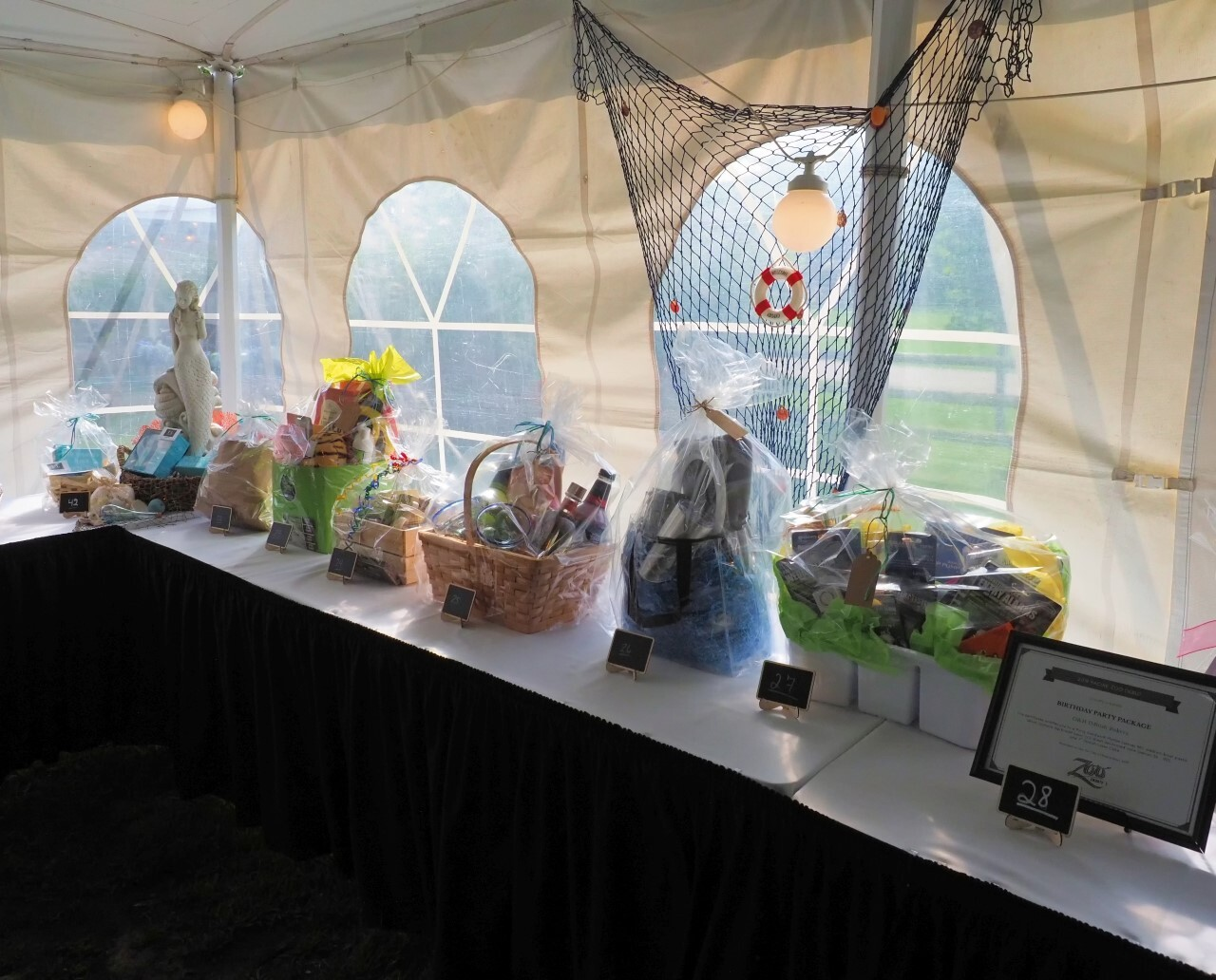 Auction prizes at zoo gala