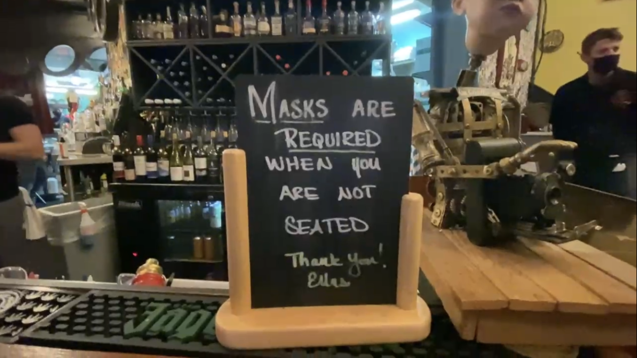wear masks-restaurants-generic