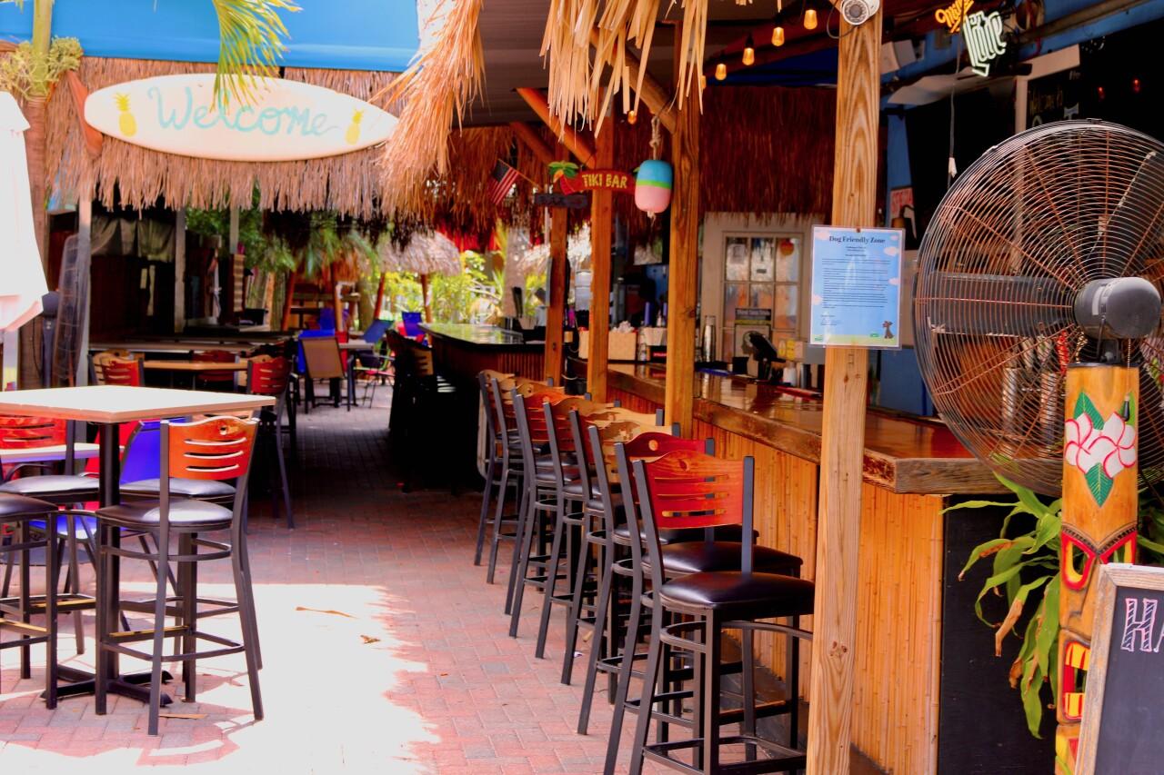 The popular Sneaki Tiki is a casual tiki-bar restaurant located on the inn's premises.