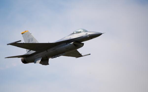 F-16 Viper.jpg