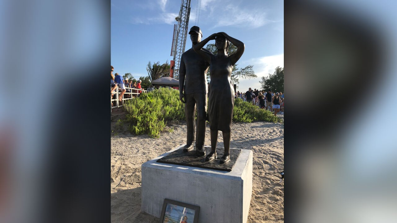 Austin and Perry statue located at Jupiter Inlet