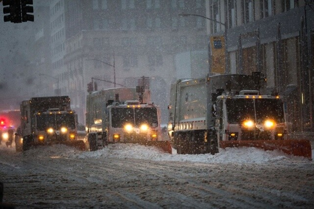 Blizzard buries east coast landmarks under bed of snow