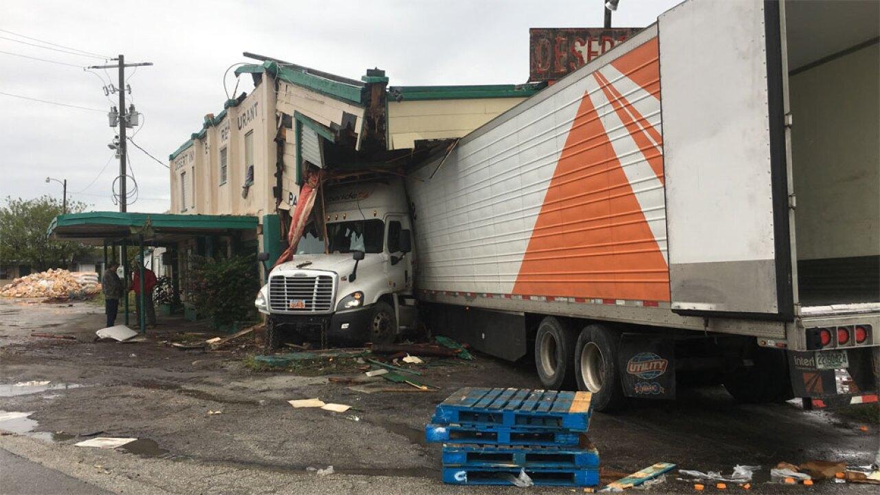 WPTV-Desert-Inn-crash-122219-12.jpg
