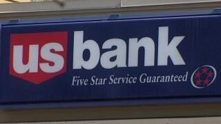 Man robs Rolando-area supermarket banking desk