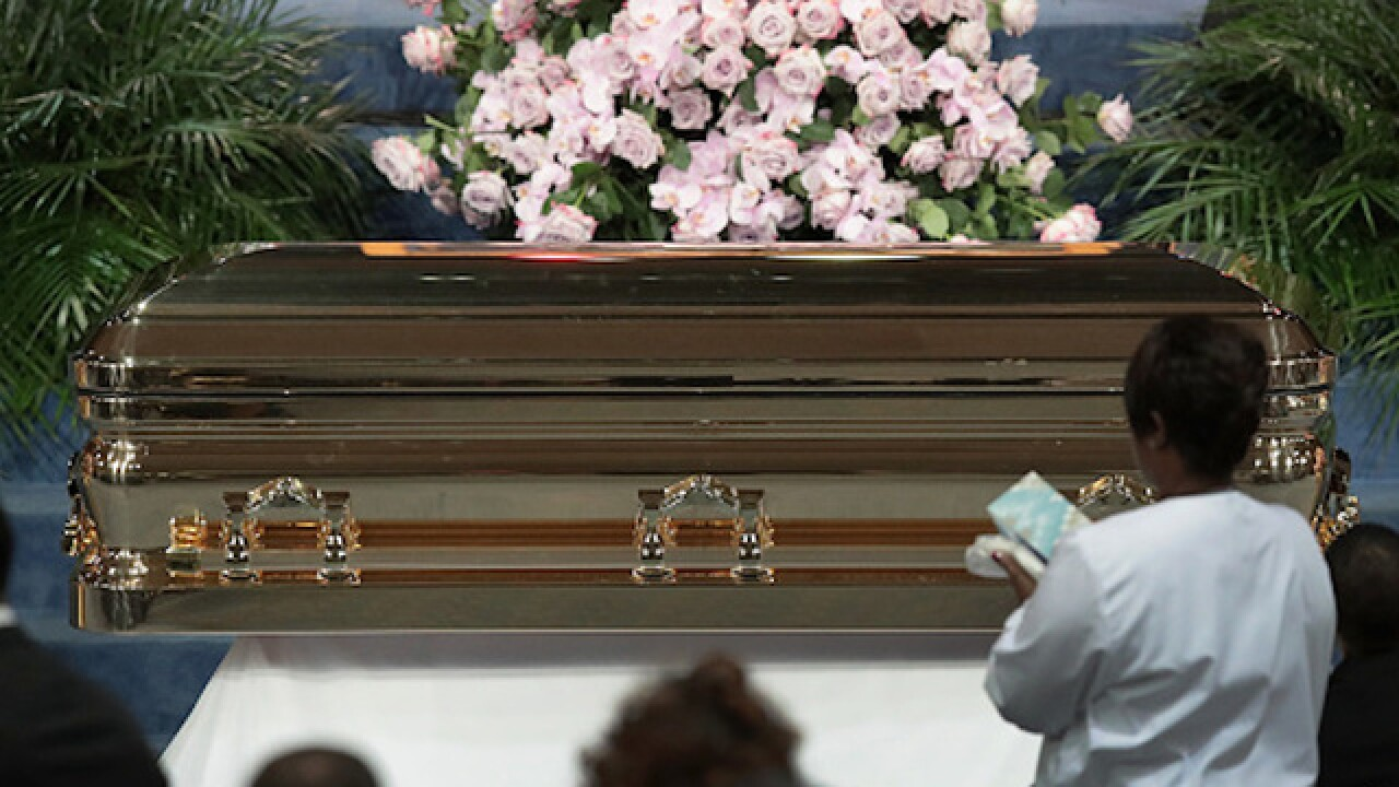 Aretha Franklin laid to rest at Detroit cemetery