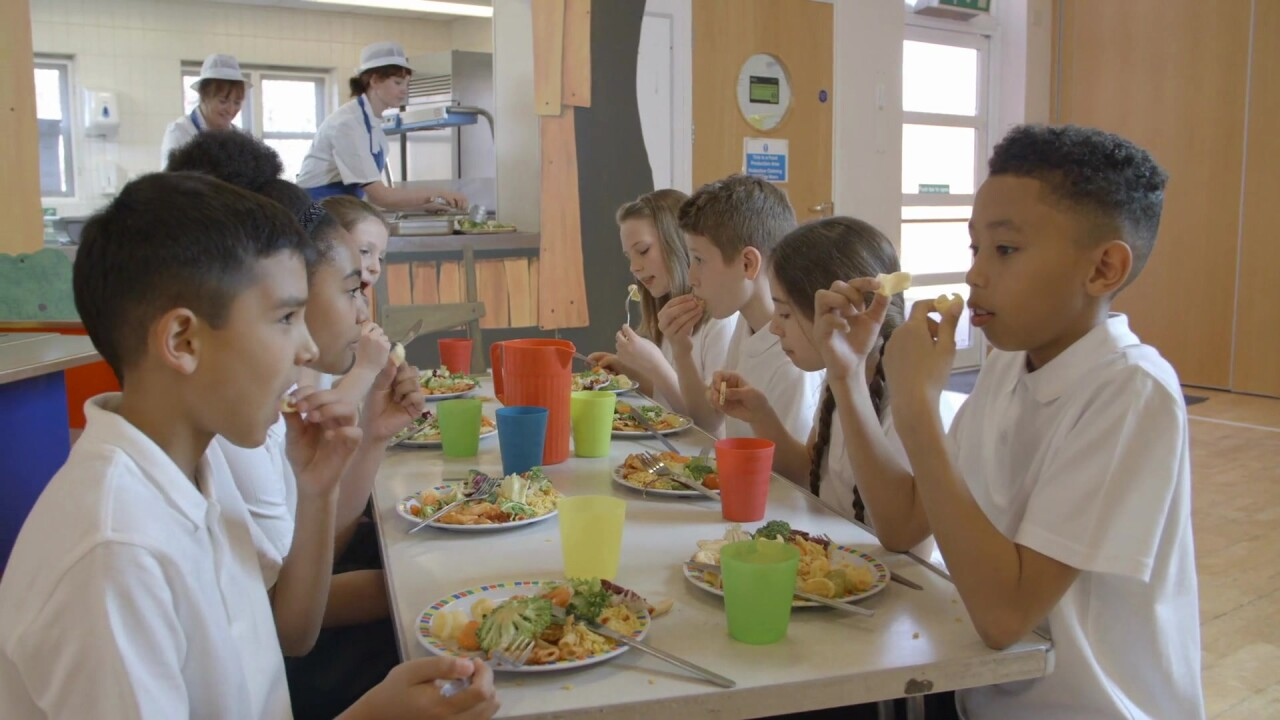 Doctors say schools should adjust cafeteria eating to protect kids from COVID-19