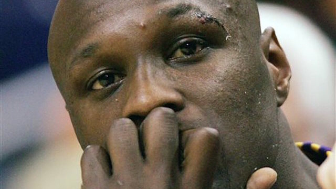 Intoxicated Lamar Odom kicked off plane, report says