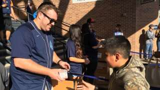 Thousands of fans wait for World Series replica rings