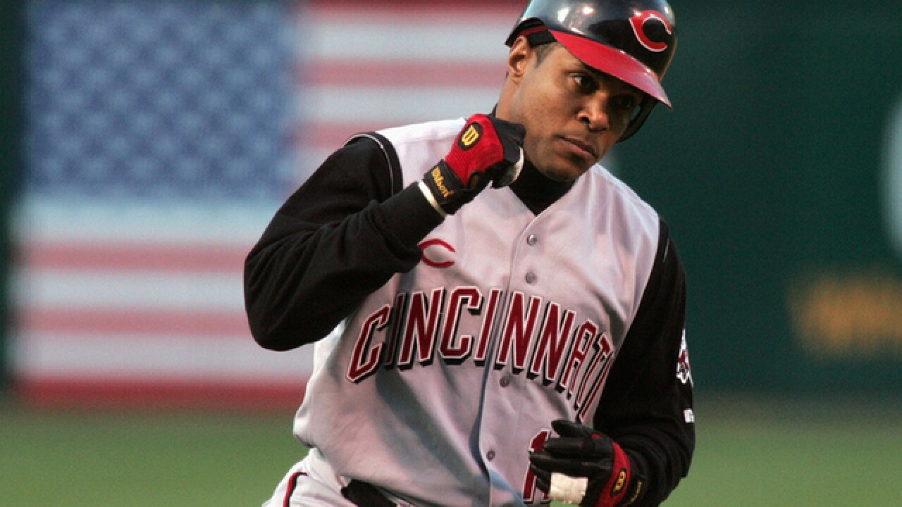 Hall of Famer Barry Larkin not a candidate for Reds manager