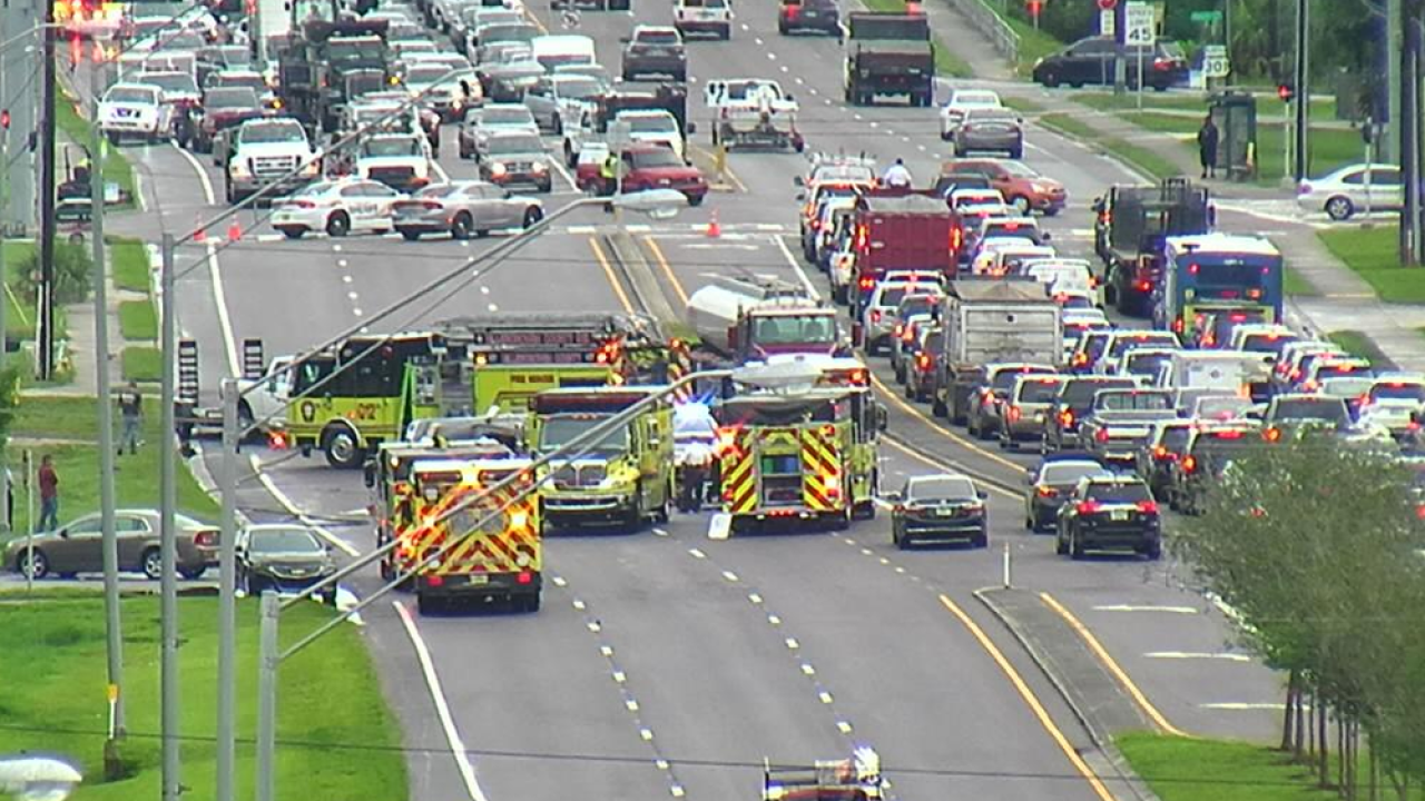 Deadly crash shuts down southbound lanes of US 301 in Riverview