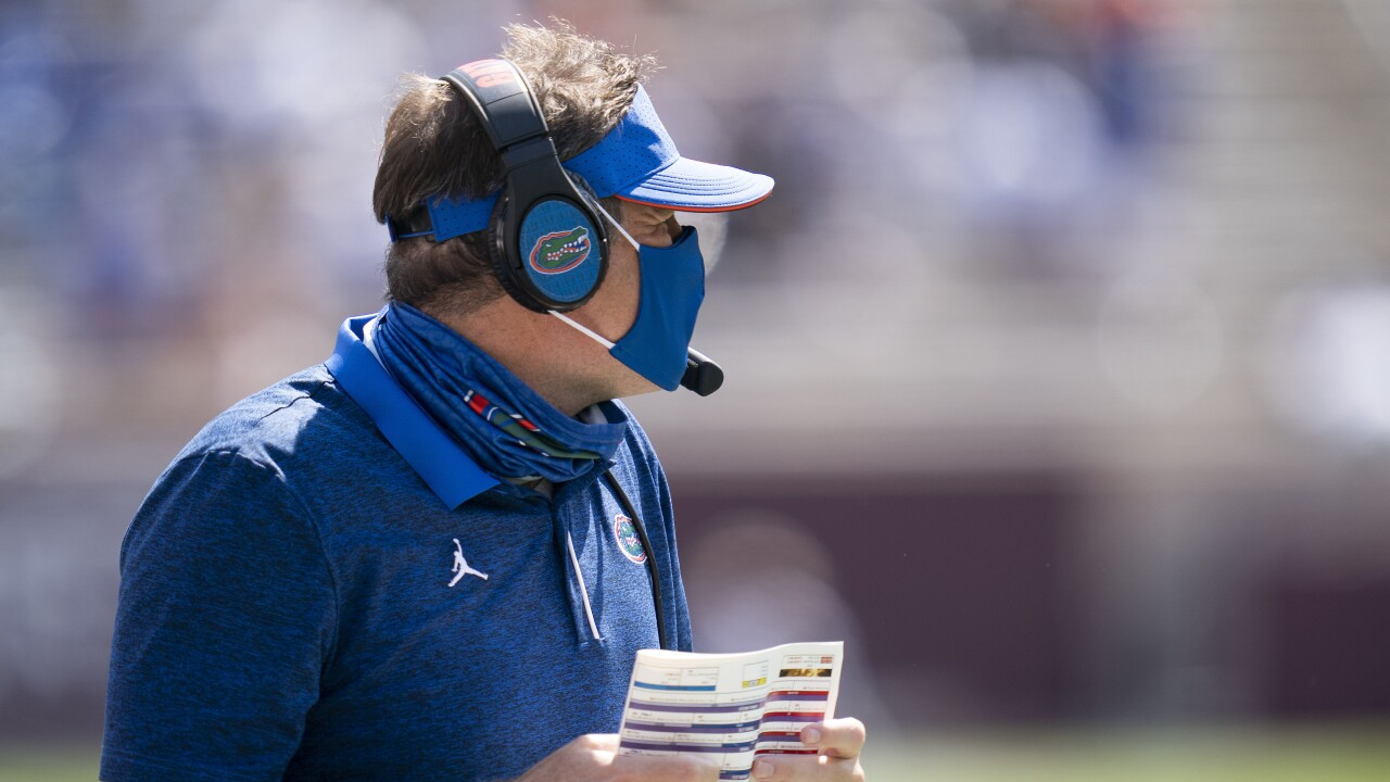 Florida Gators head coach Dan Mullen wearing mask on sideline at Texas A&M Aggies in 2020