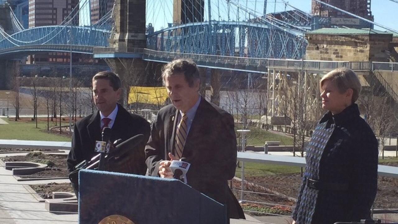 Sen. Brown visits Brent Spence Bridge