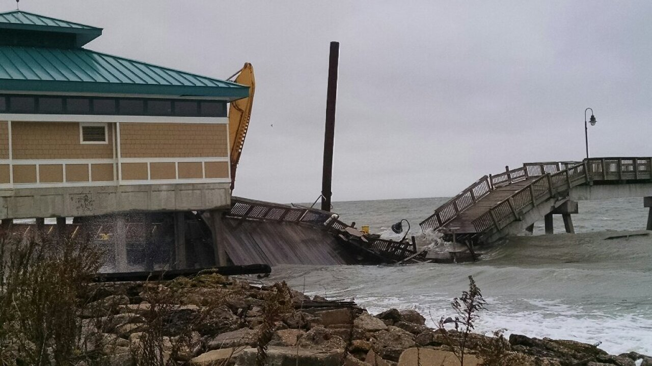 Fishing pier in Hampton collapses after loose barge strike; barge removedMonday