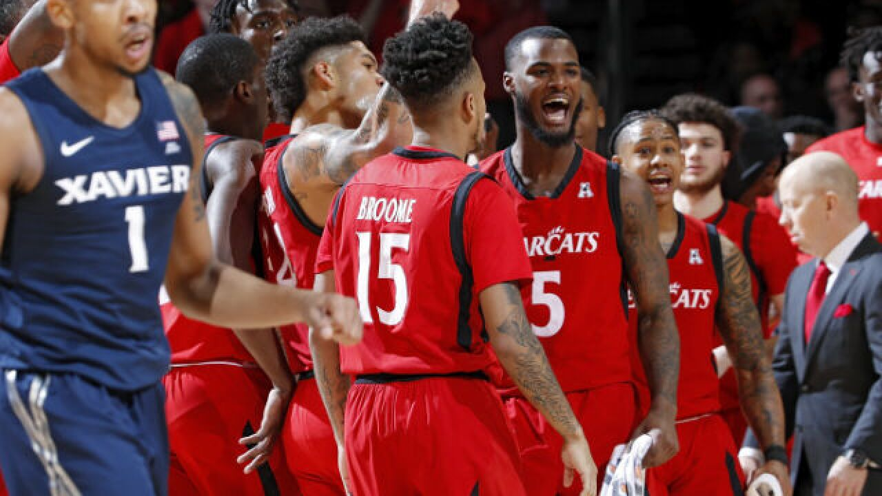 Cincinnati lets defense do the talking in trashing Xavier in Crosstown Shootout