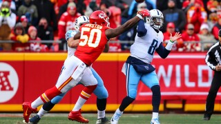 Mariota throws touchdown to himself in Titans' comeback win over Chiefs