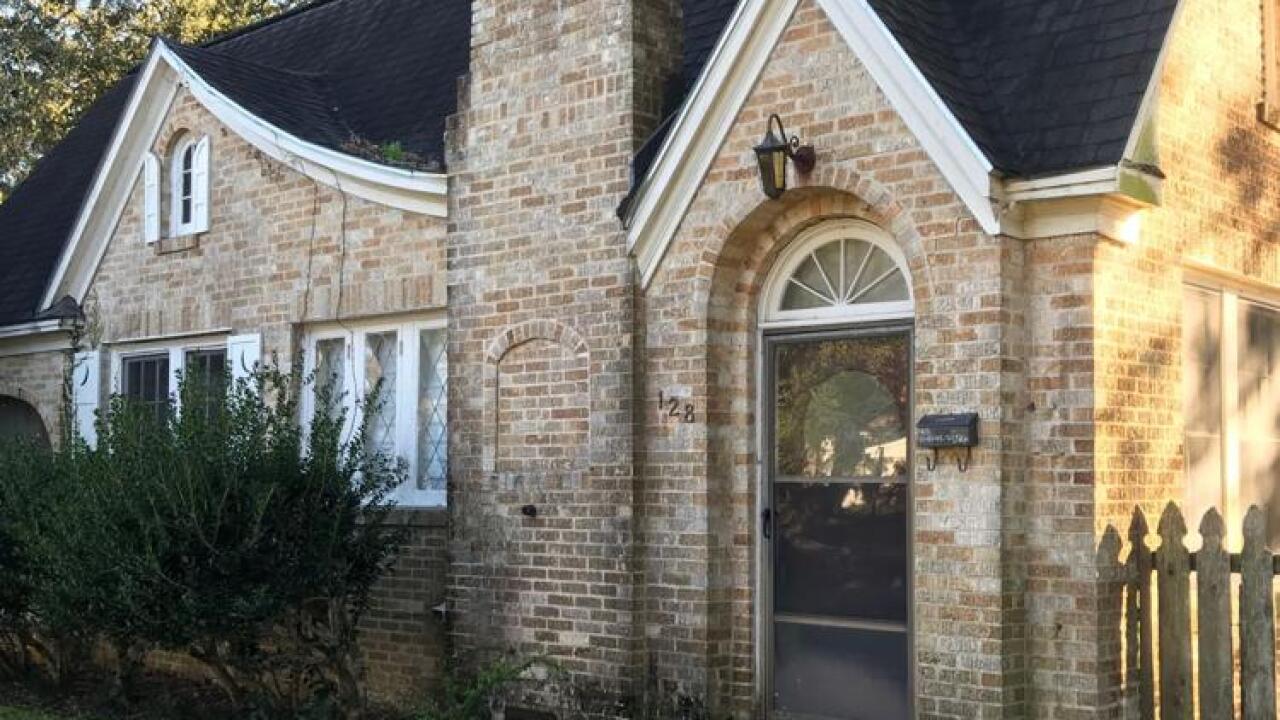 Gaines house on campus (Ken Stickney).jpg