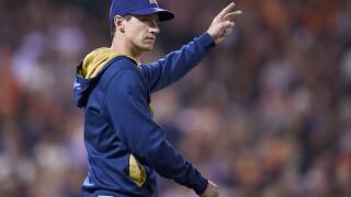 Craig Counsell pitching change