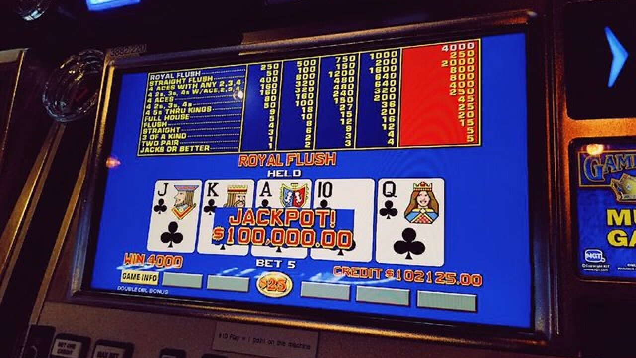 Player wins $100,000 on video poker at The D Las Vegas