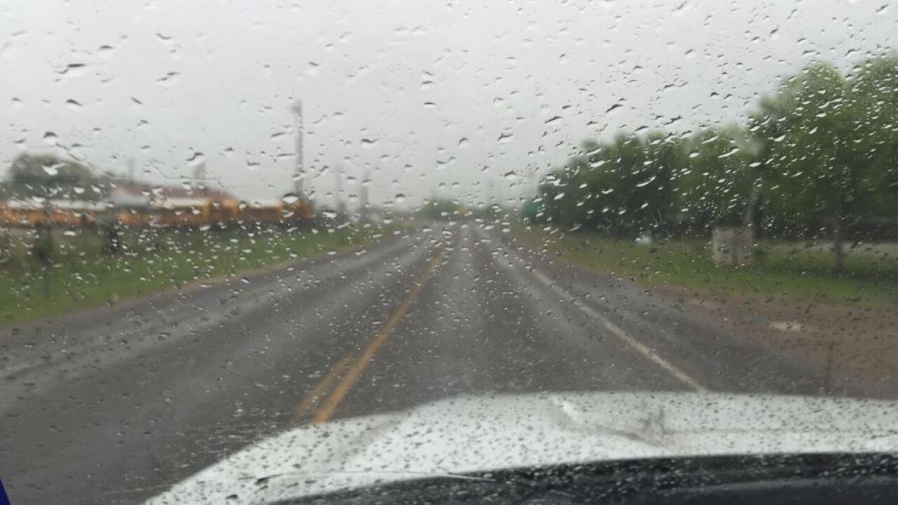 rainwetwindshield31616.JPG