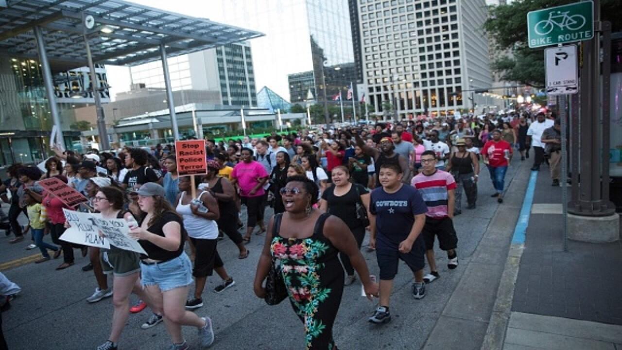 Photo gallery: Chaos in Dallas, Texas